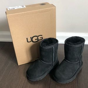 Classic Toddler UGGS size - 6